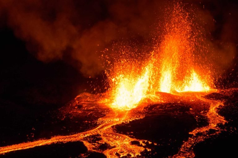 ACCUEIL-Piton de la Fournaise : third eruption of the year !