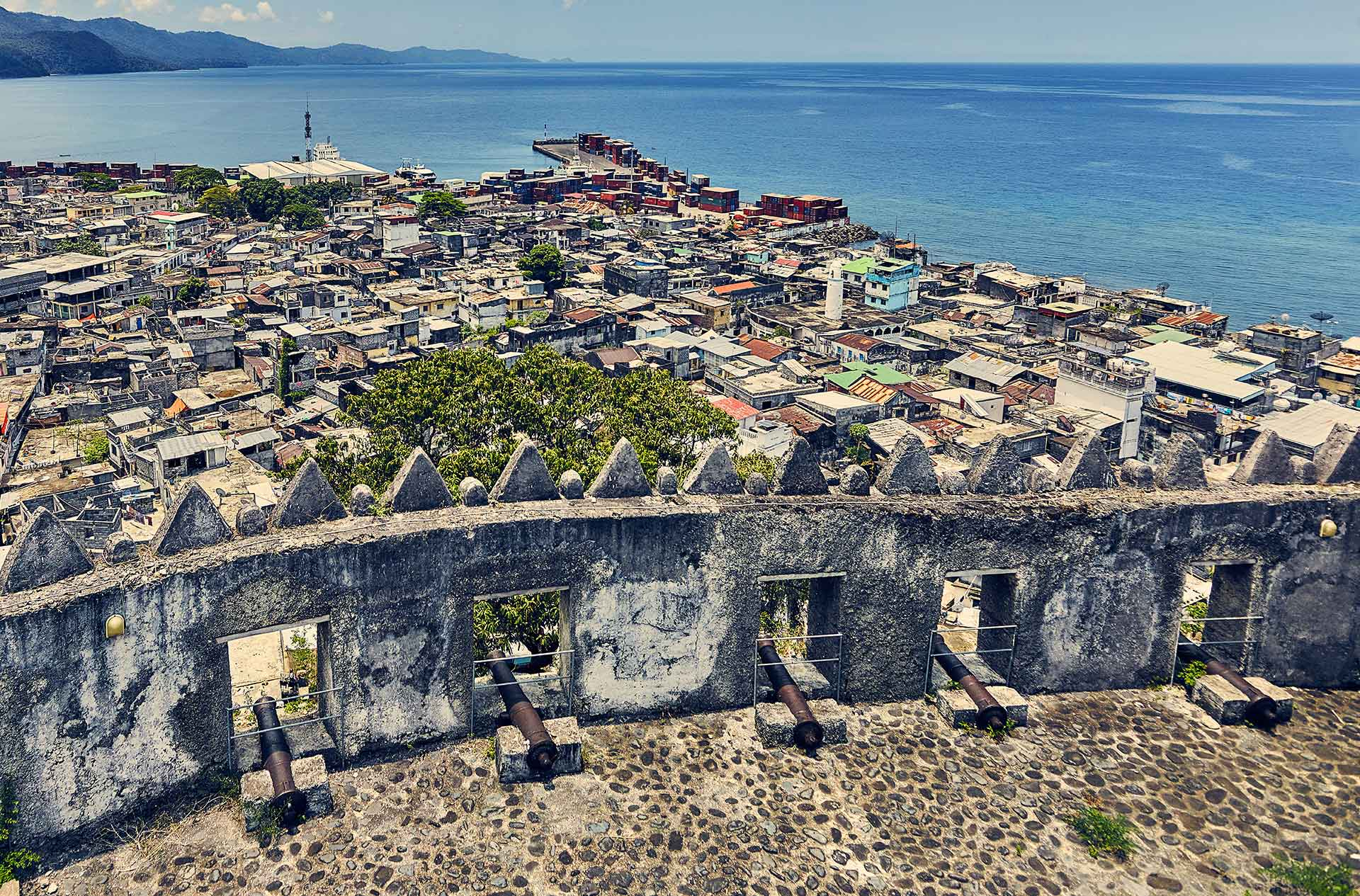 ACCUEIL-Operation cleaning of the historical and cultural sites et monuments of the Comoros