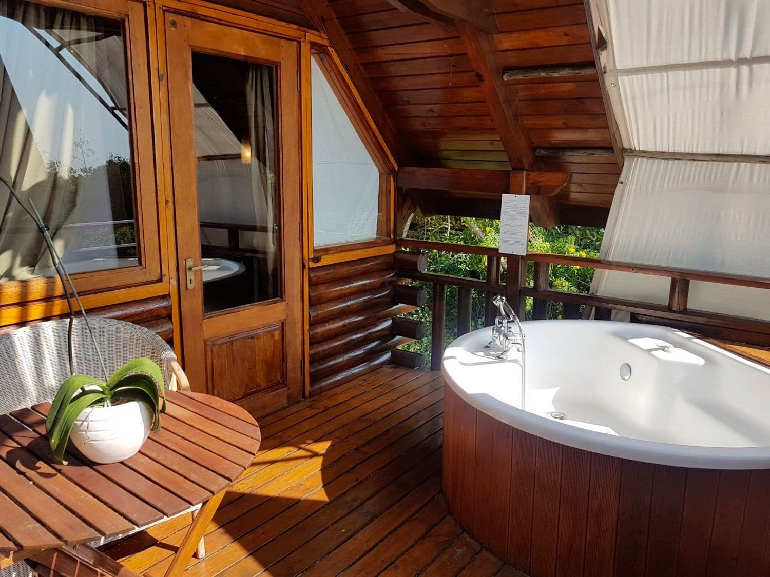 ARTICLE-Reunion Island's regional booking platform welcomes roche Tamarin Lodges & Spa