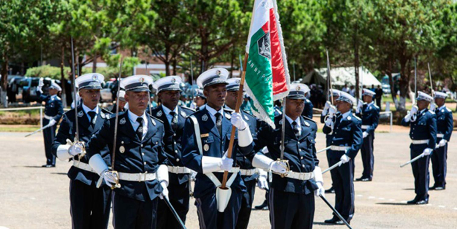 ARTICLE-New graduates of the national police college