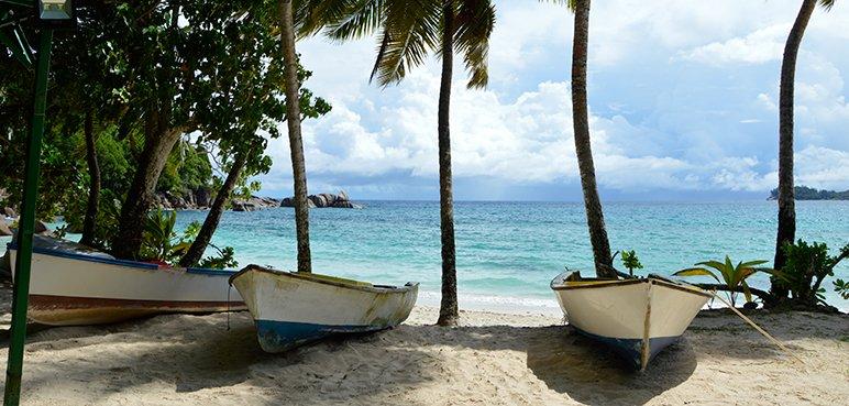Île de la Réunion - Paysage plage avec bateaux