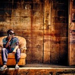 Mayotte - Homme local au téléphone