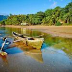 Les Comores - Bateau sur plage