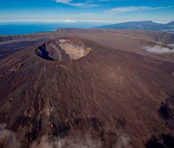 i-v-ecotourisme-reunion-volcan-vue-de-haut