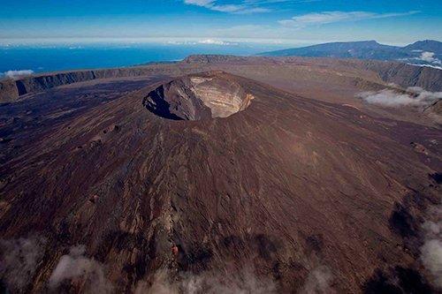 i-v-ecotourisme-reunion-volcan-vue-haut