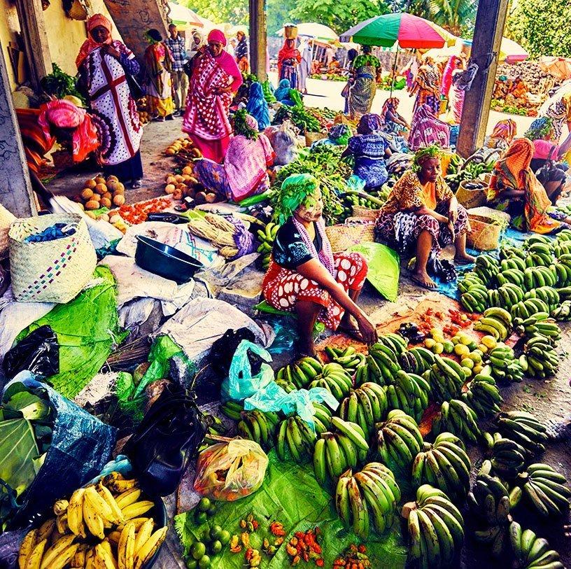 Les Comores - Marché aux fruits colorés