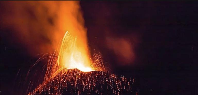 Reunion island - Erupting volcano