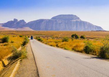 madagascar_iles-vanille_paysage-route-montagne